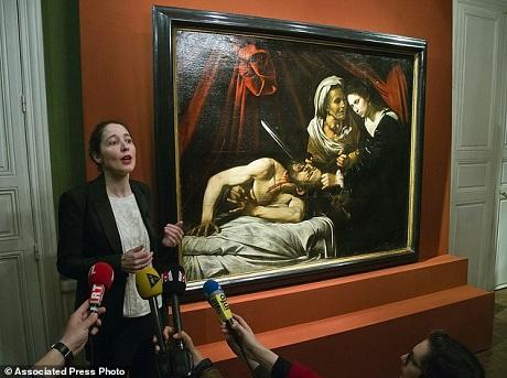"""Nếu được khẳng định là một họa phẩm của Caravaggio, bức họa sẽ đáng giá hơn 100 triệu euro và sẽ có thêm một """"truyện cổ tích thời hiện đại"""" về một siêu phẩm hội họa bị bỏ quên và bất ngờ được tìm thấy lại từ một tầng gác mái dột nát."""