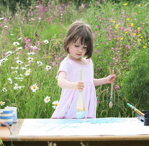 Những bức vẽ của Iris thu hút rất nhiều người hâm mộ